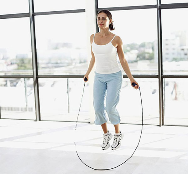 Nhảy dây là bài tập tăng chiều cao cho nữ được nhiều người lựa chọn